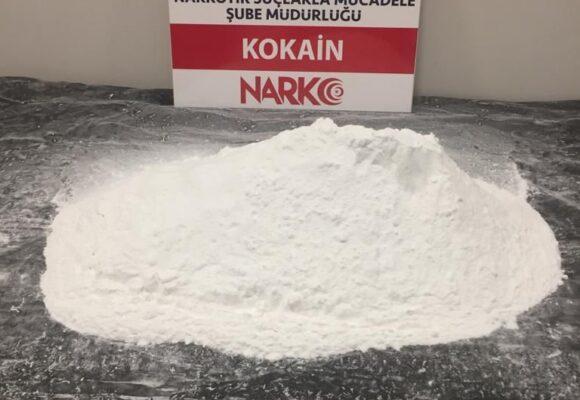 Sırt çantasından 2,5 kilo kokain çıktı