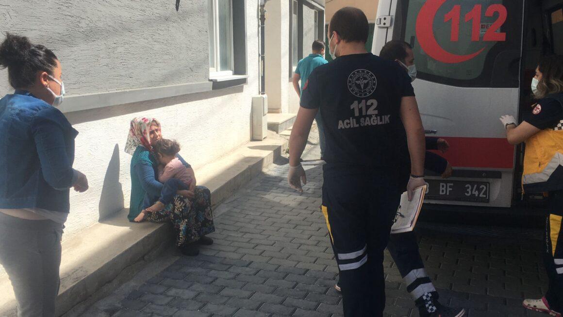 Camdan düşen çocuk hastaneye kaldırıldı