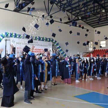 Simav'da mezuniyet coşkusu yaşandı