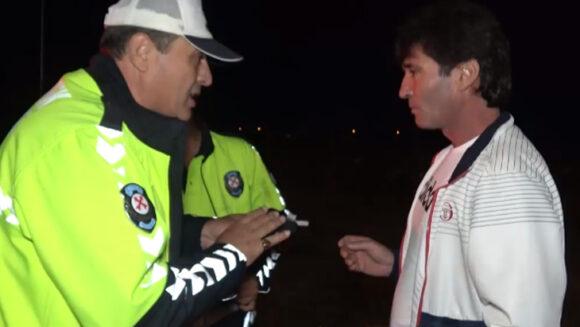 Polisi peşine takan sürücünün alkolmetre ile imtihanı