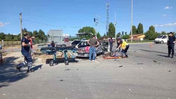 Polis otosu ile otomobil çarpıştı: 2'si polis 5 yaralı