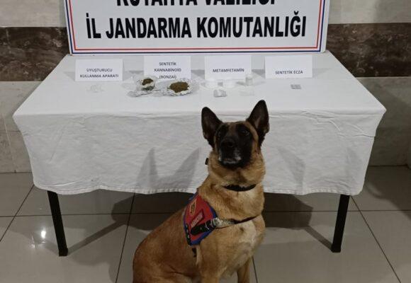 Tavşanlı'ya uyuşturucu getirirken yakalandılar: 2 tutuklama